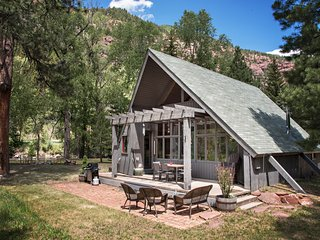 COZY MOUNTAIN CABIN SITUATED ON THE CRYSTAL RIVER! FLY FISHERMEN'S DREAM!