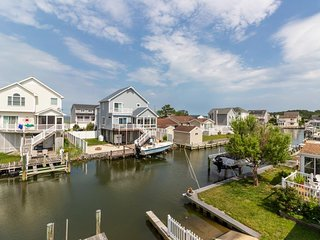Waterfront getaway in quiet neighborhood w/ free WiFi, dock, & furnished deck