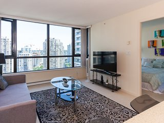 1BDR COZY CONDO IN THE ♥ OF YALETOWN - FANTASTIC LOCATION