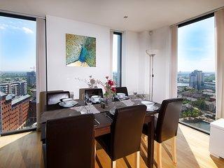 IncityNow MediaCity Penthouse - Stunning Waterfront Views, close to BBC & ITV