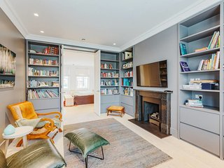 Spacious 4 Bed House with Garden in Belsize Park