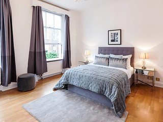 Stunning, Design 3 Bed Apartment next to Hyde Park