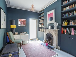 Chic, Parisian 2 Bed Flat with Garden in Hackney