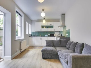 Modern 2 bed apt with Patio 10 mins to Stockwell
