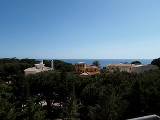Penthouse Apartment , 3 bedrooms with sea views, 500m from Falesia Beach
