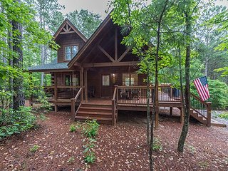 Log Cabin at Stonecrest minutes from Lake Lure and Lake Adger