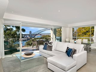 Stunning Harbourside Luxury Apartment PNT03