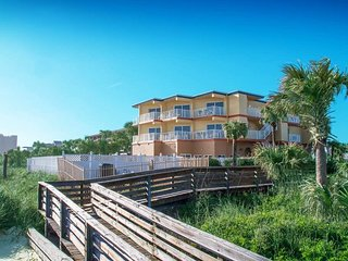 2 BR Stunning View. Oceanfront! Pool!
