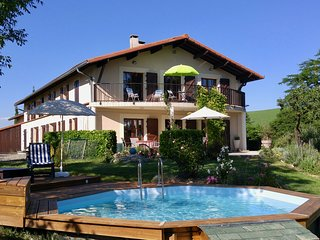 Ideal Family / Party Space, on the Via Garona