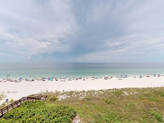 Beachfront 1 Bed w/ On Site Tiki Bar/Restaurant!