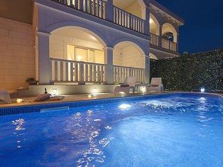 Villa Stone Art with Pool