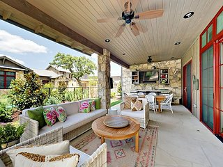 Lakeside Luxe 3BR Reserve at Lake Travis - Pool, Marina & Prime Outdoor Space
