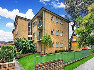 Airy Unit in the Heart of  Rockdale