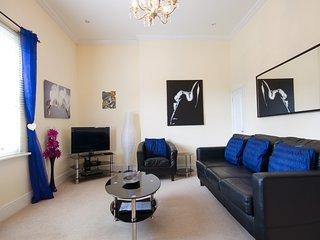 Duke's Apartment - stylish & central, split-level apartment