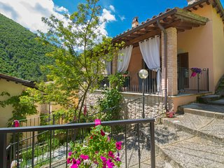 4 bedroom Villa in Monterivoso, Umbria, Italy : ref 5637242