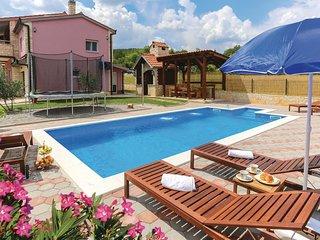 4 bedroom Villa in Banovići, Splitsko-Dalmatinska Županija, Croatia : ref 557946
