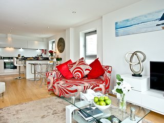 Lighthouse View, 11 Azure located in Newquay, Cornwall