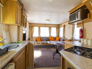 8 berth caravan, close to amenities. Pets allowed. California Cliffs. REF 50030J