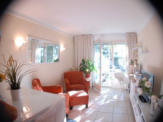 Cosy petit prince . Great location 7 mn  walk to the beach centre PALAIS Festiva