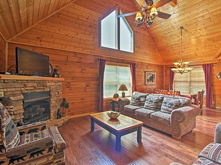 NEW! 'Bear Creek Lodge' w/Hot Tub in Pigeon Forge!
