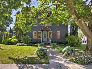 'Collectic Farmhouse Suite!' in Sturgeon Bay!