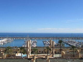 COSY 2ND LINE BEACH APT IN CENTRAL FUENGIROLA
