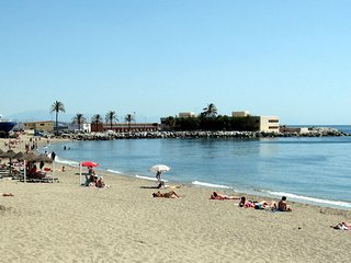 COSY 2ND LINE BEACH APT IN FUENGIROLA CENTRE