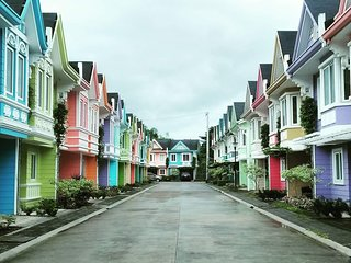 TEAM CHOOSYS - BATANGAS CITY LUXURY APARTMENT AT PONTEFINO RESIDENCES (PRIME)