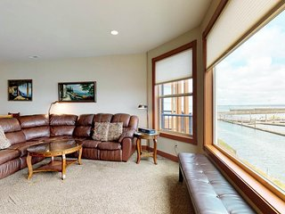 NEW LISTING! Spacious and well furnished home with marina views! Free WiFi!
