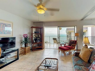 NEW LISTING! Oceanfront condo w/amazing balcony views, shared pool, near beach