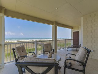 NEW LISTING! Amazing dog-friendly condo w/beach views, shared pool & hot tub