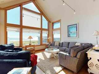 Oceanfront home on Cohasset Beach with ocean views and free WiFi!