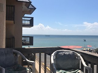 Bayfront Condo- spectacular sunsets, fishing pier,boat dock and pool