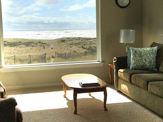 Dog-friendly condo w/ ocean views, shared pool/hot tub, free WiFi!