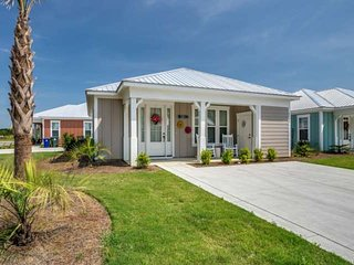 NEW LUXURY VACATION&GOLF Bungalow 2 BR 2 BA at Barefoot RESORT. SLEEPS 6