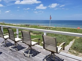 Sandy Shores, Amazing 4 Bedroom, Ocean Front, 60' Flat Screen, WIFI and more