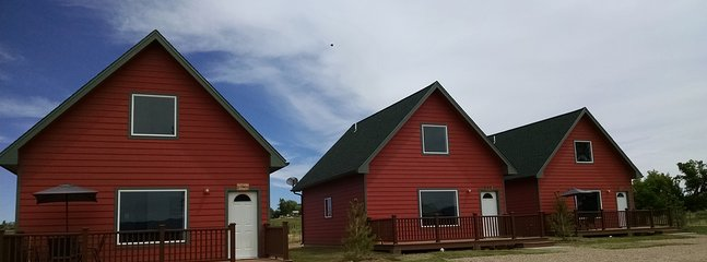 Stone Turtle Lodges - Hozhoni House, Bear Creek Cabin, Happy Trails Lodge