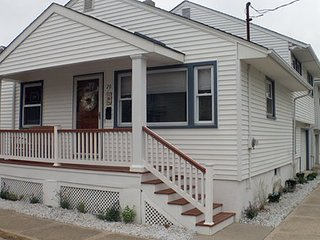 FIRST BEACH BLOCK - 3 BEDROOM w/ garage (Parking), Walk to Beach & Main Street