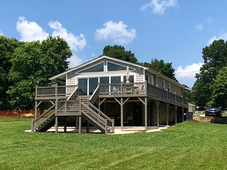 The Best New Property for Rent on Lake Norman.  2018 Renovation - Waterfront