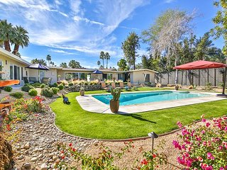 Palm Desert-2BR/2BA+1BR/1BA Casita +Pool/*  Huge backyard - Walk to El Paseo!