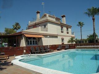 Magnifica Villa de lujo con piscina CLIMATIZADA privada cerca playa.
