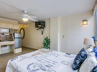 Waikiki Grand Hotel #801 - Studio/1BA, City Views and Kitchenette