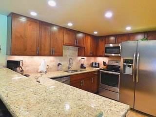 Newly Remodeled Sleeps 8 Pool, Hot Tubs, Walk to Base, Fireplace, Private Deck