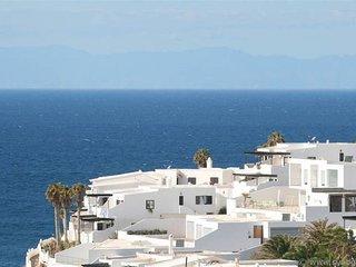 Relax & Unwind: Gran Canaria Coastal Apartment