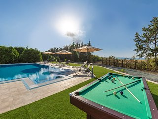 Villa Ammoyiali, 4 Bed, 4 Bath - Large Private Pool just 100m from Beach/Sea