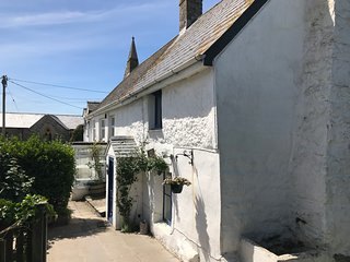 Cute and Cosy Cornish Cottage