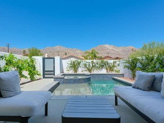 New and Stylish Contemporary Home in La Quinta Cove w/Saltwater Pool/Spa