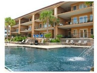Tybee SOUTH BEACH!'Coastawhile' Suite! Walk to Pier/restaurants & beach! Pools!