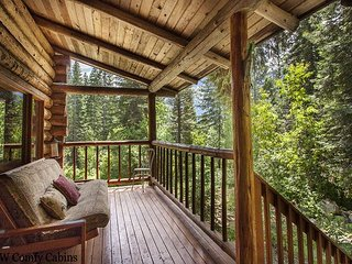 Genuine Log Cabin with private hot tub, near lots of hiking & WiFi!