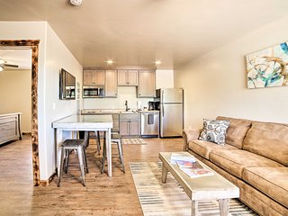 NEW! Cozy Apt w/Grill & Views - 5 Mins to DT Moab!